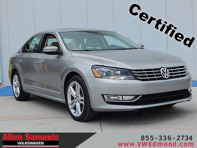 Certified Pre-Owned 2013 Volkswagen Passat 4dr Sdn 2.0L DSG TDI SE w/Sunroof &